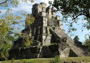 zona-arqueologica-de-muyil-riviera-maya