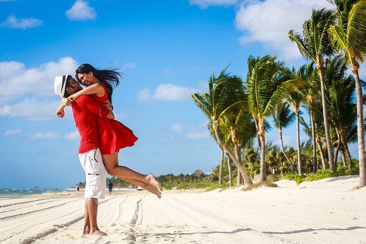 Pareja durante su luna de miel en Riviera Maya
