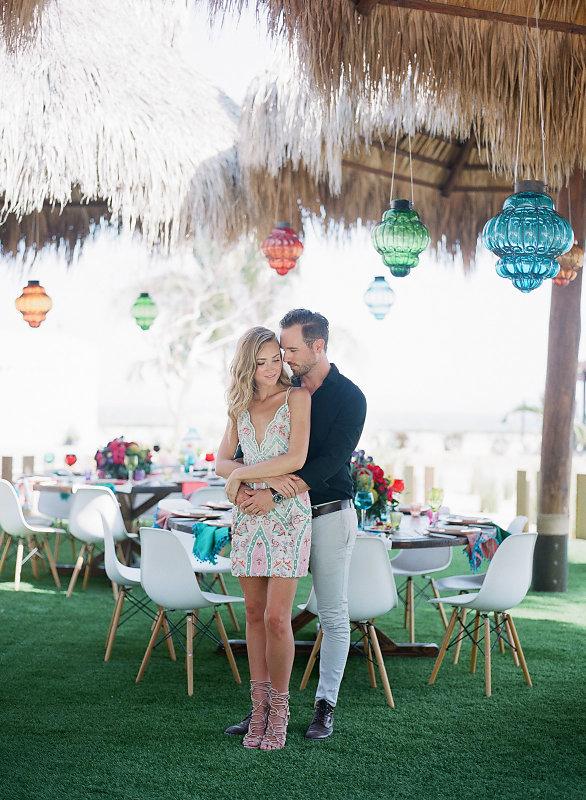 vacaciones en pareja hombre y mujer enamorados